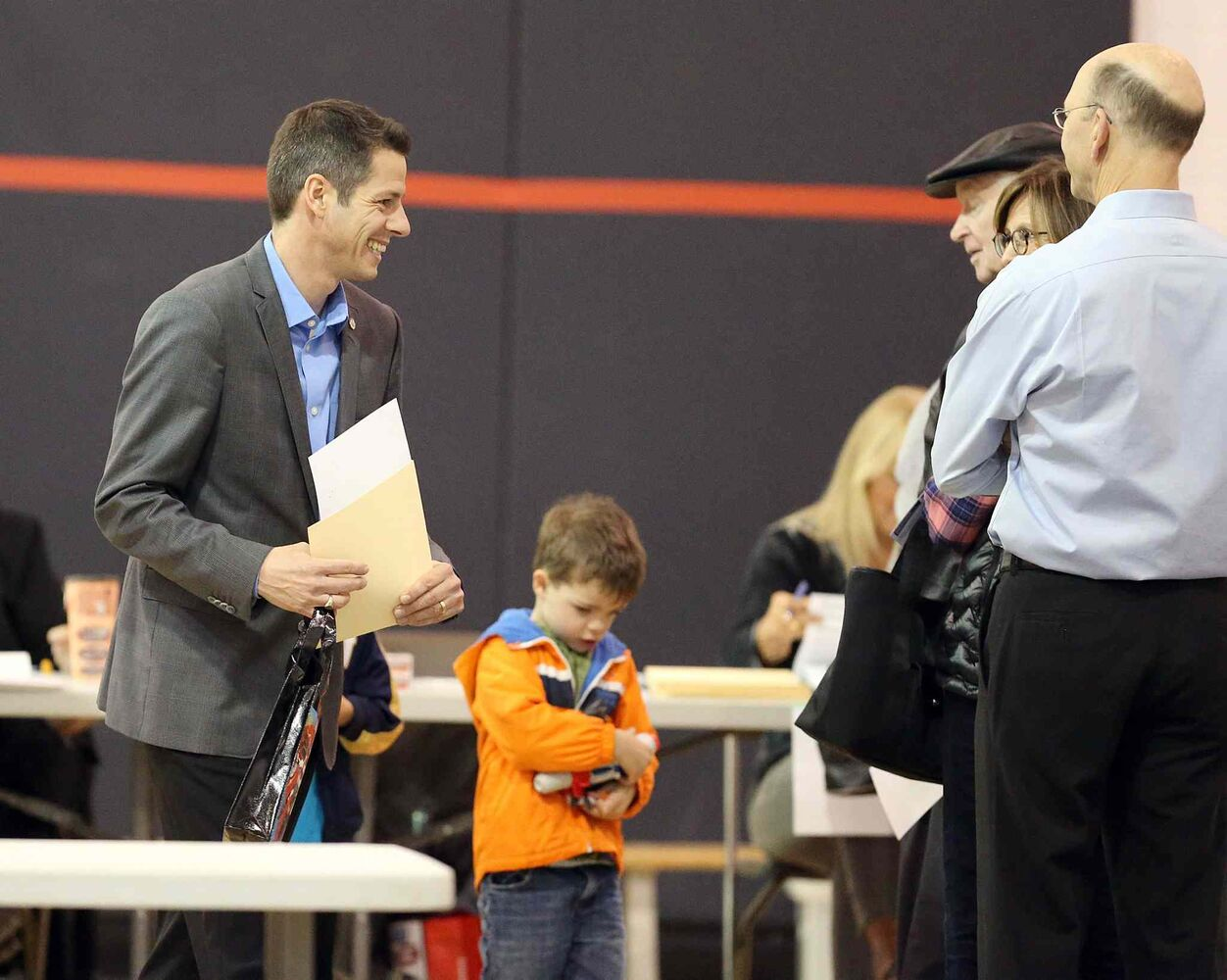 Mayoral candidate Brian Bowman votes in the civic election. (Jason Halstead / Winnipeg Free Press)