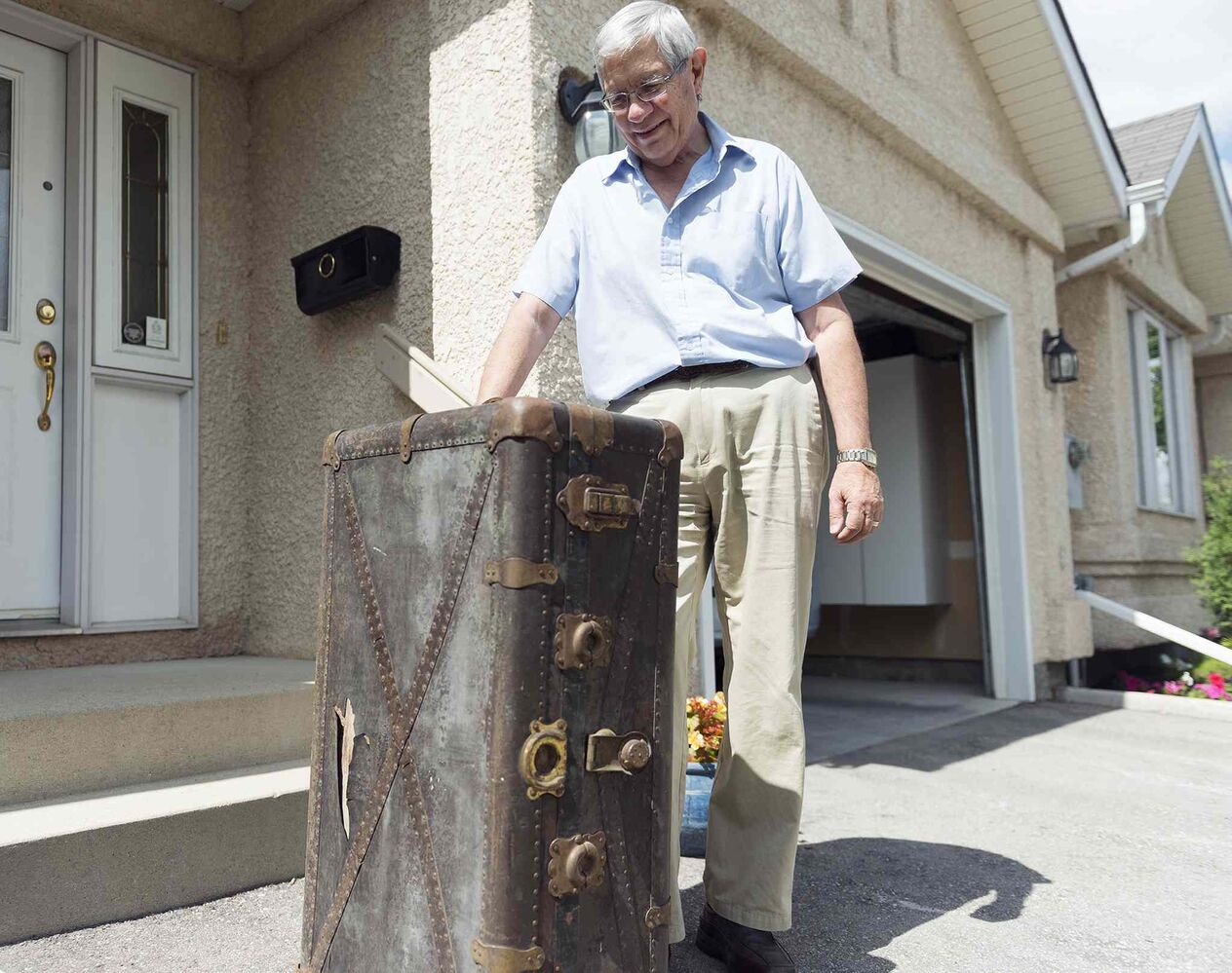 Robert Galston still has this footlocker which belonged to his late father-in-law P.G. Agnew, who died in 1968.  (Sarah Taylor / Winnipeg Free Press)