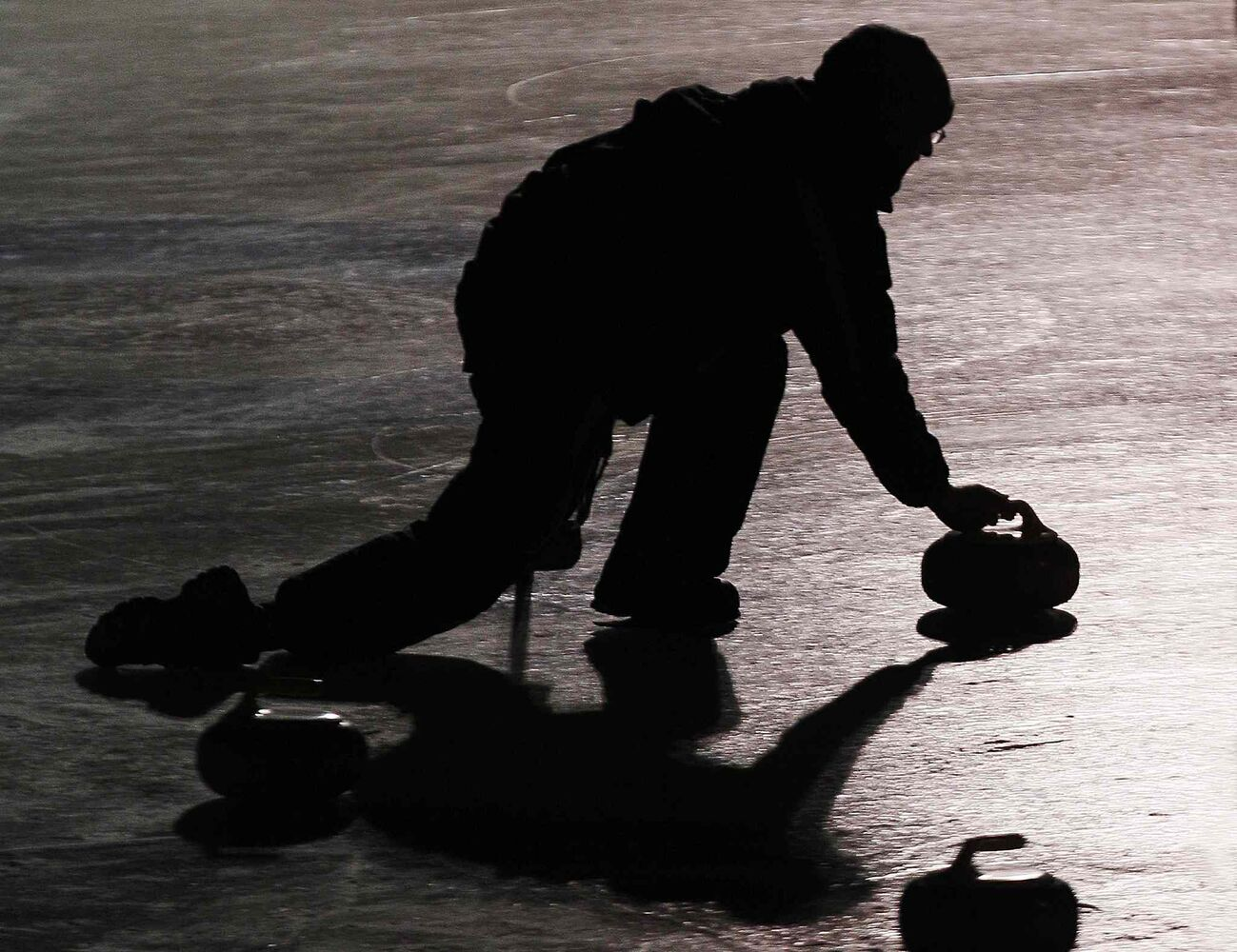 A curler throws a rock during the Ironman Outdoor Curling Bonspiel at The Forks. (JOHN WOODS / WINNIPEG FREE PRESS)
