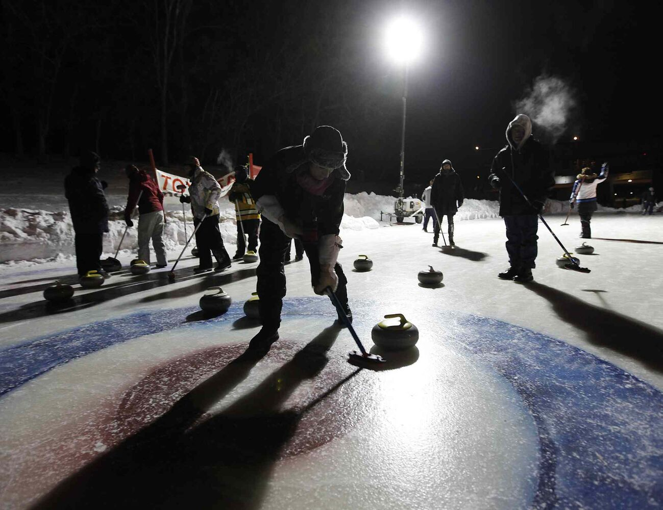 The Short and Curlies curl against the Tequila Shots at the Ironman Outdoor Curling Bonspiel. (JOHN WOODS / WINNIPEG FREE PRESS)