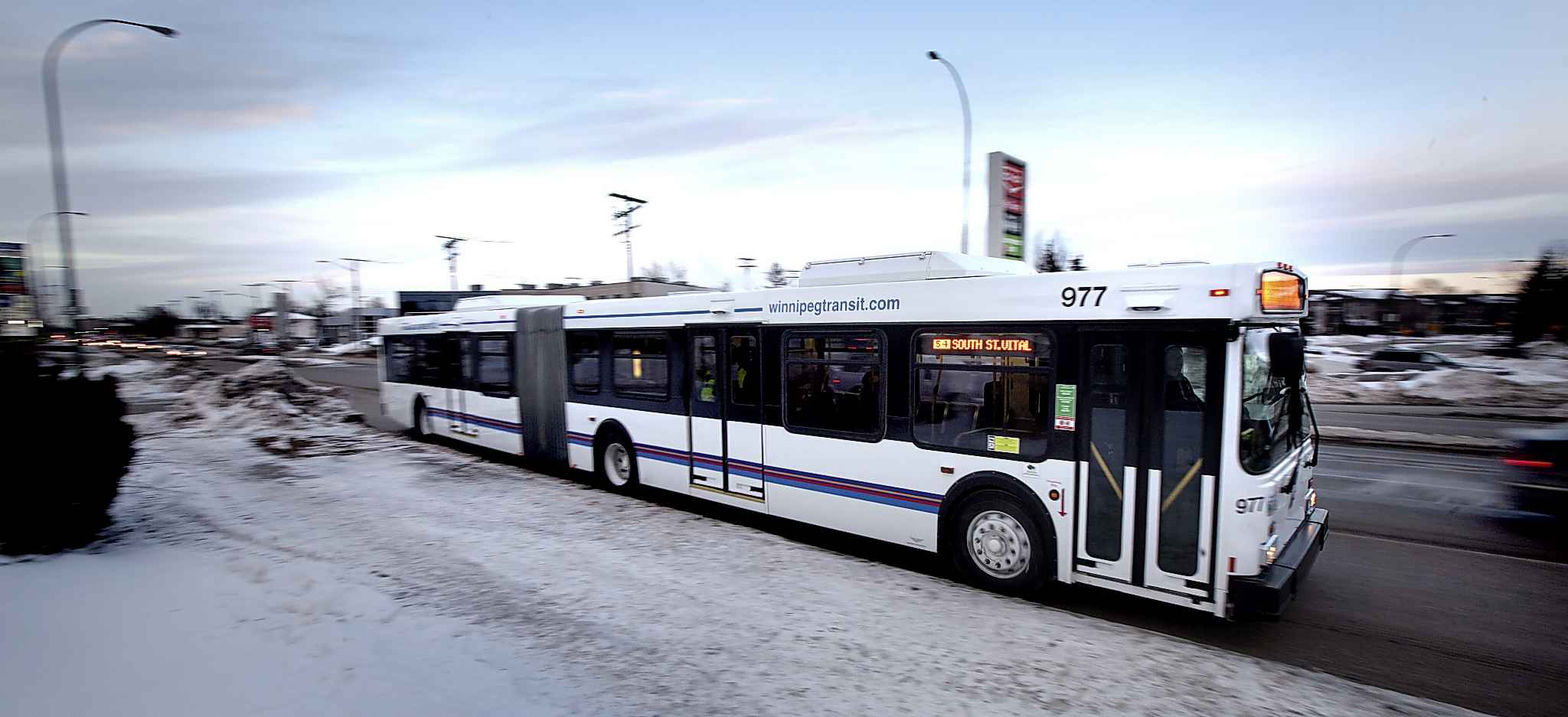 Winnipeg Transit has ordered 28 new 18-metre articulated buses, which should be completed by the end of the year. (Phil Hossack / Winnipeg Free Press files)