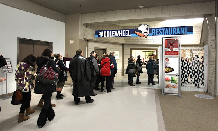Diners line up all the way out the door for one last lunch at the Paddlewheel Restaurant. (Ruth Bonneville / Winnipeg Free Press)