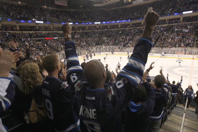 Winnipeg Jets fans celebrate 4-2 win over the Pittsburgh Penguins Friday night at the MTS Centre in Winnipeg. (JOE BRYKSA / WINNIPEG FREE PRESS)