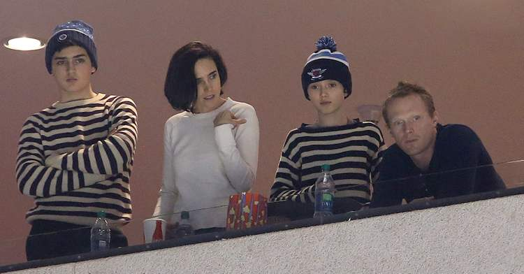 Oscar-winning actress Jennifer Connelly (second from left) takes in the game with her husband Paul Bettany (right) and their kids Kai and Stellan (from left). (TREVOR HAGAN / WINNIPEG FREE PRESS)