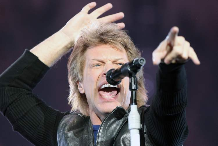 Jon Bon Jovi at the MTS Centre Friday night. (JOE BRYKSA / WINNIPEG FREE PRESS)