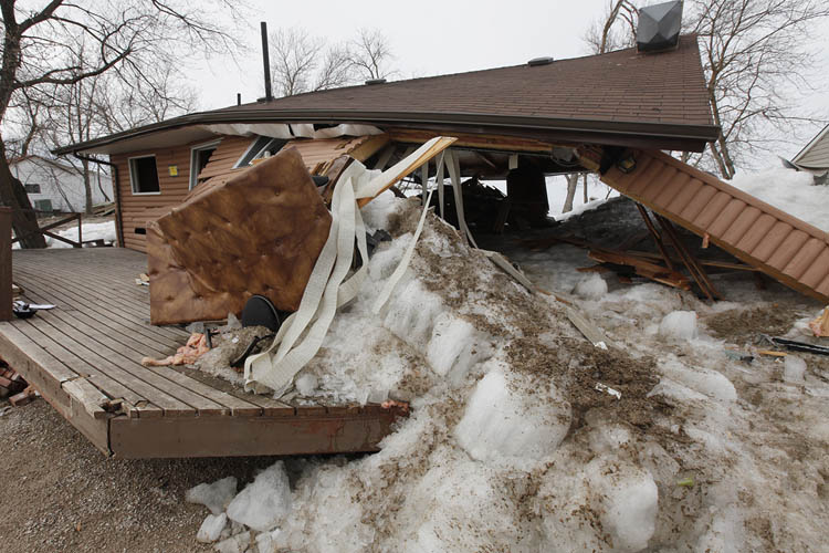 It only took about 15 minutes for the wall of ice to swallow some of the homes. (John Woods / Winnipeg Free Press)