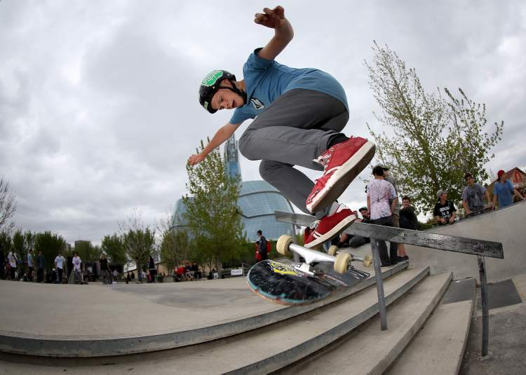 This doesn't look good — at least this competitor in the Skate4Cancer skateboarding competition is wearing a helmet. (TREVOR HAGAN / WINNIPEG FREE PRESS)