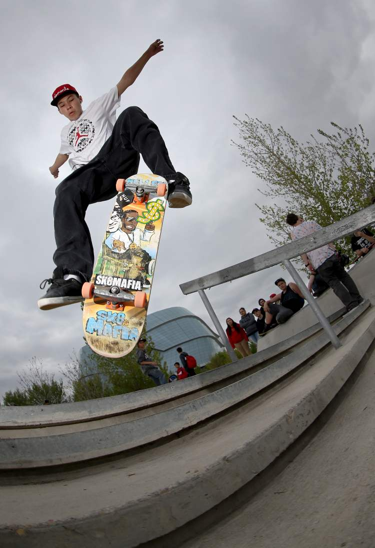 It looks unlikely this competitor will land his move successfully at the Skate4Cancer skateboarding competition at The Forks. (TREVOR HAGAN / WINNIPEG FREE PRESS)