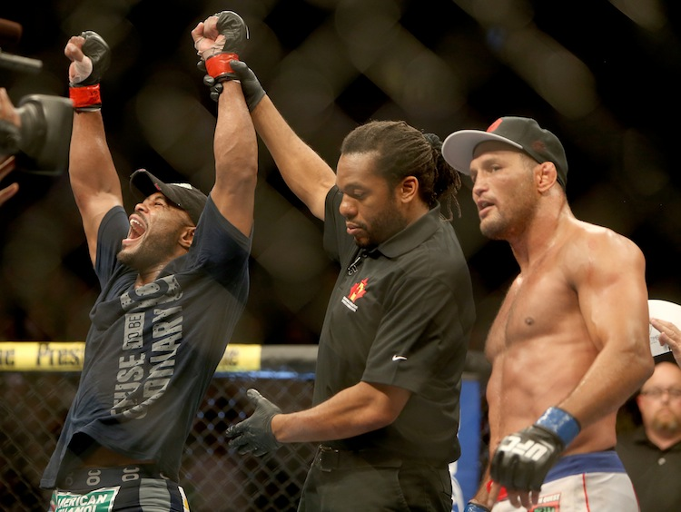 Rashad Evans celebrates his decision win over Dan Henderson.