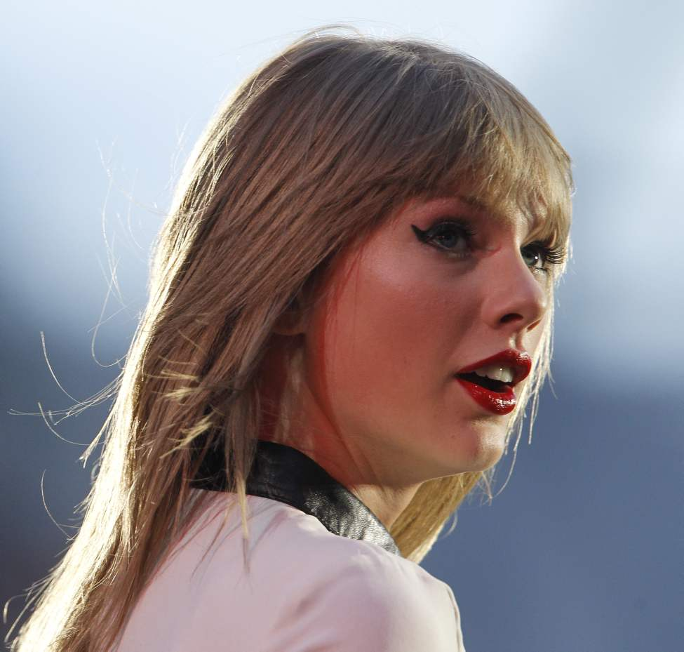 Taylor Swift performs at Investors Group Field, Saturday, June 22, 2013.