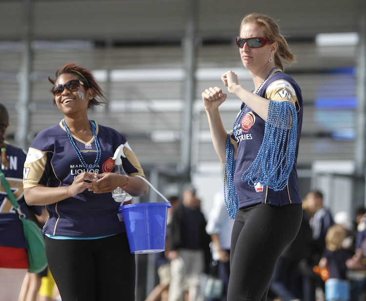 Winnipeggers arrive  at Investors Group Field in droves. (JESSICA BURTNICK / WINNIPEG FREE PRESS)