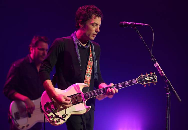 Wallflowers singer/songwriter Jakob Dylan performs with the Wallflowers. (Jason Halstead / Winnipeg Free Press)