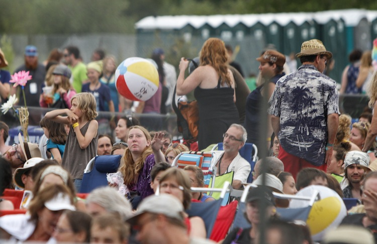 Beach balls bounce around the crowd Saturday. (JESSICA BURTNICK / WINNIPEG FREE PRESS)