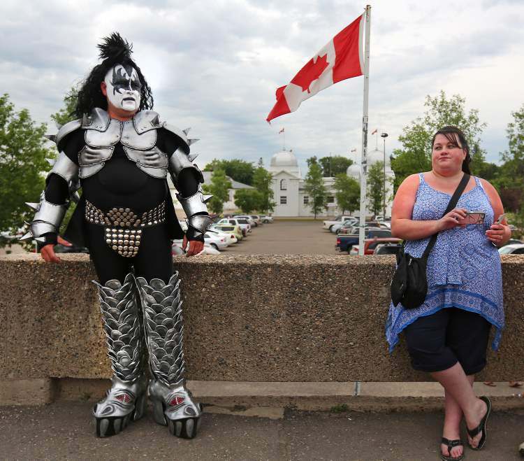 Tim Challner from Boissevain waits to enter the Keystone Centre in Brandon Wednesday evening. (Colin Corneau / Brandon Sun)