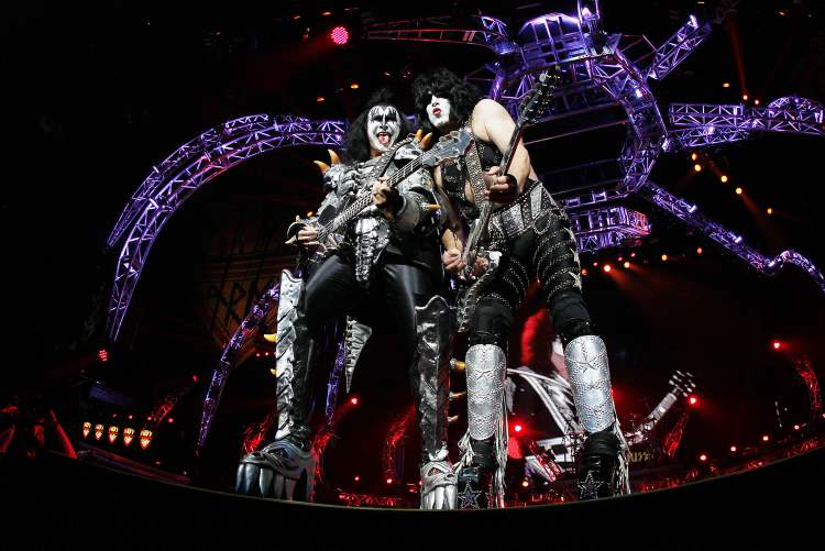 Gene Simmons and Paul Stanley serve up some riff-age. (John Woods / Winnipeg Free Press)