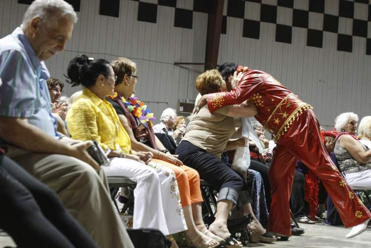 The Filipino Elvis gets up-close and personal with fans at the Gimli Rec Centre. (JESSICA BURTNICK / WINNIPEG FREE PRESS)