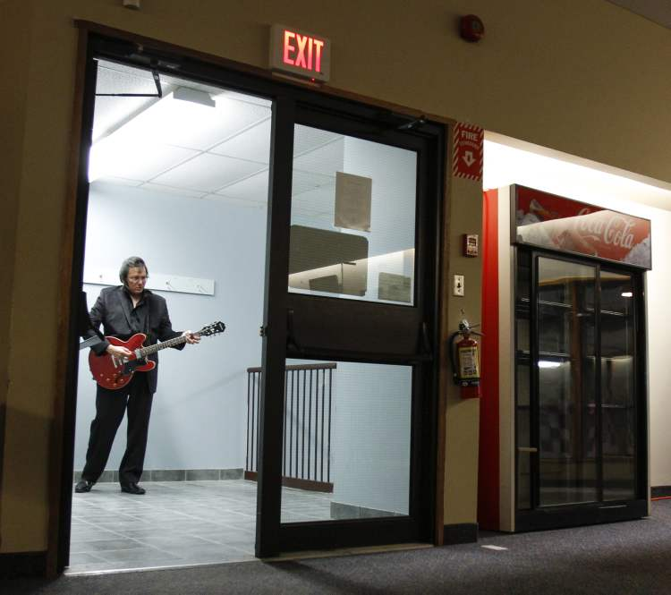 "Impersonating Elvis isn't just about the look. Gerry ""Big Bear"" Barrett practices a number in the stairwell. (JESSICA BURTNICK / WINNIPEG FREE PRESS)"