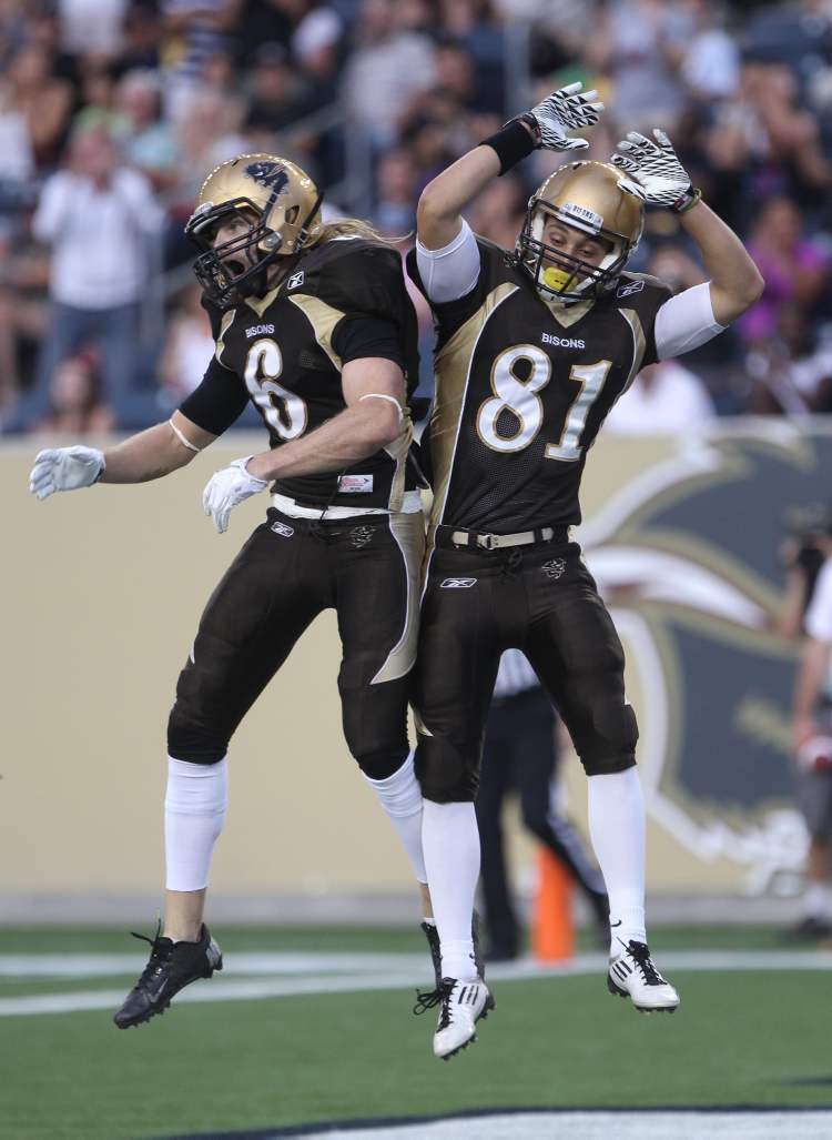 Manitoba Bisons Andrew Smith (left) celebrates his touchdown with teammate Christian Hansen during first-quarter action.