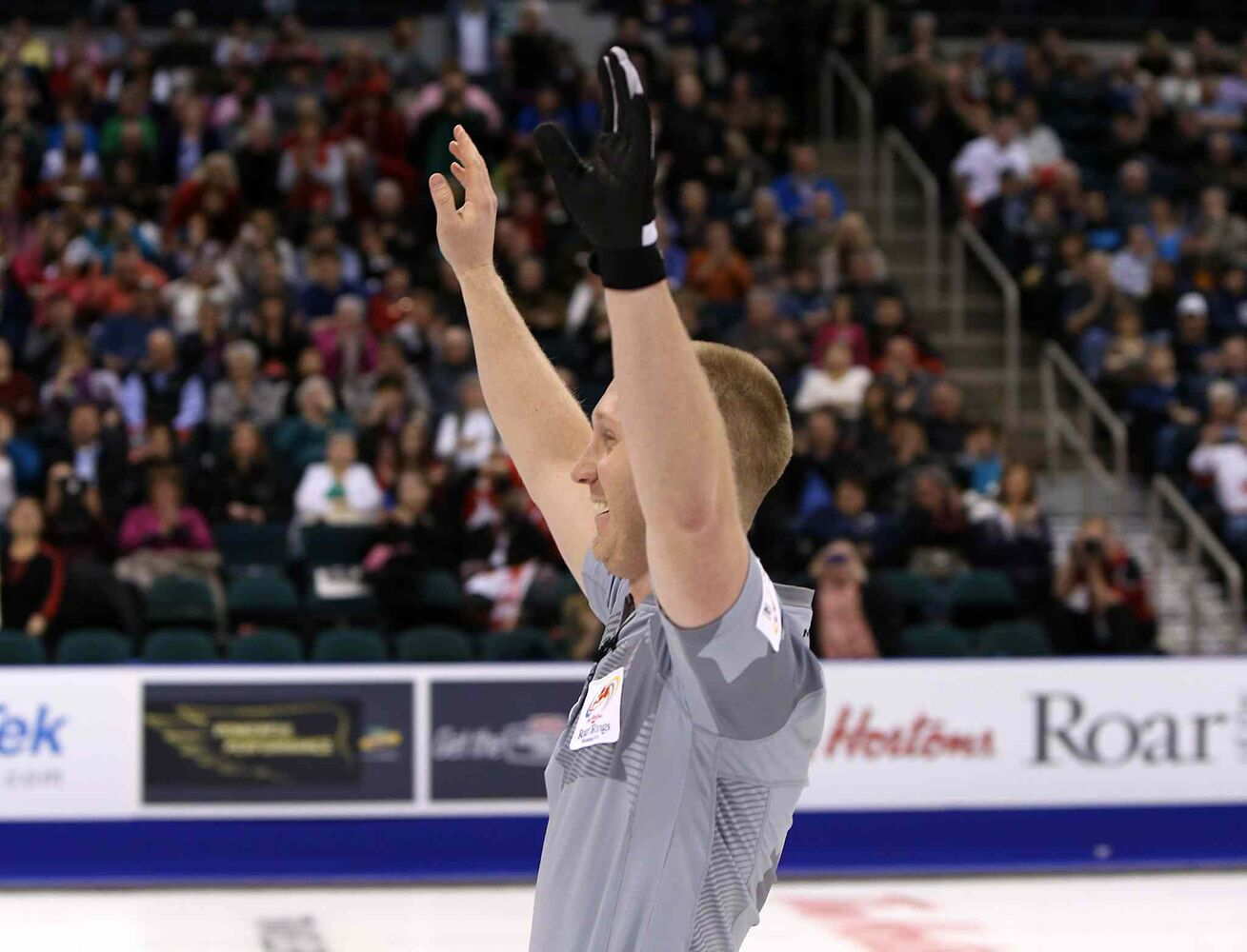 Skip Brad Jacobs celebrates after defeating John Morris' team. (Jason Halstead / Winnipeg Free Press)
