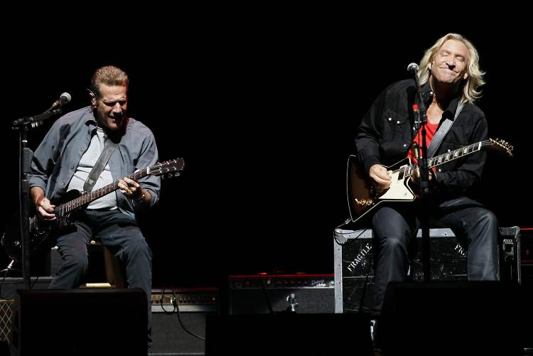 Glenn Frey (left) and Joe Walsh trade riffs. (John Woods / Winnipeg Free Press)