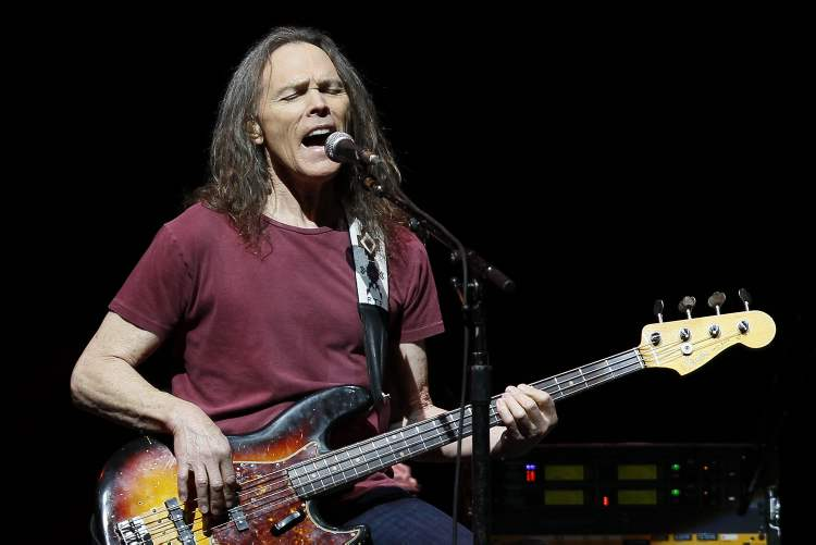 Timothy B. Schmit takes his turn at the microphone. (John Woods / Winnipeg Free Press)