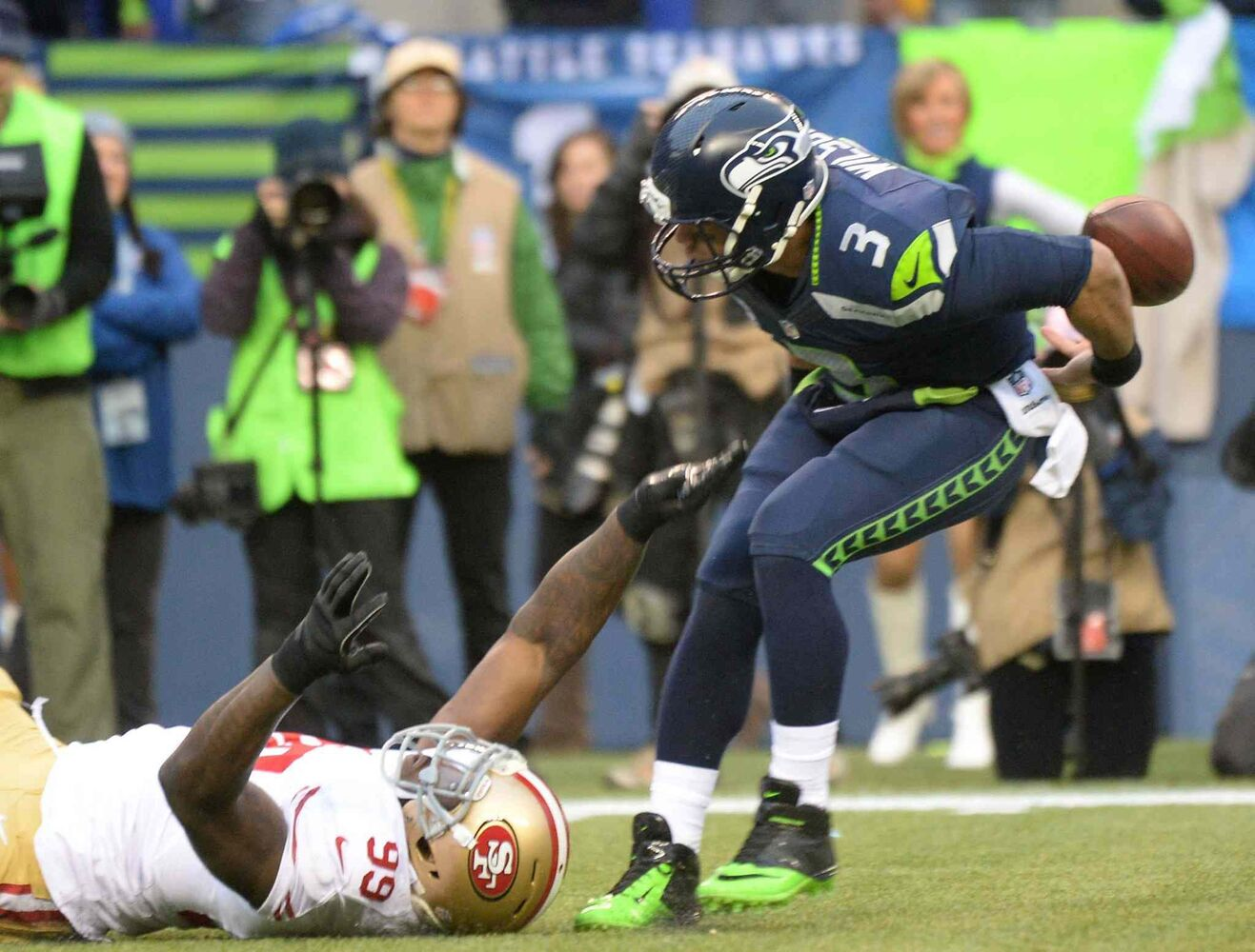 49ers linebacker Aldon Smith forces Seahawks QB Russell Wilson to fumble. (Joe Barrentine / Tribune Media MCT)
