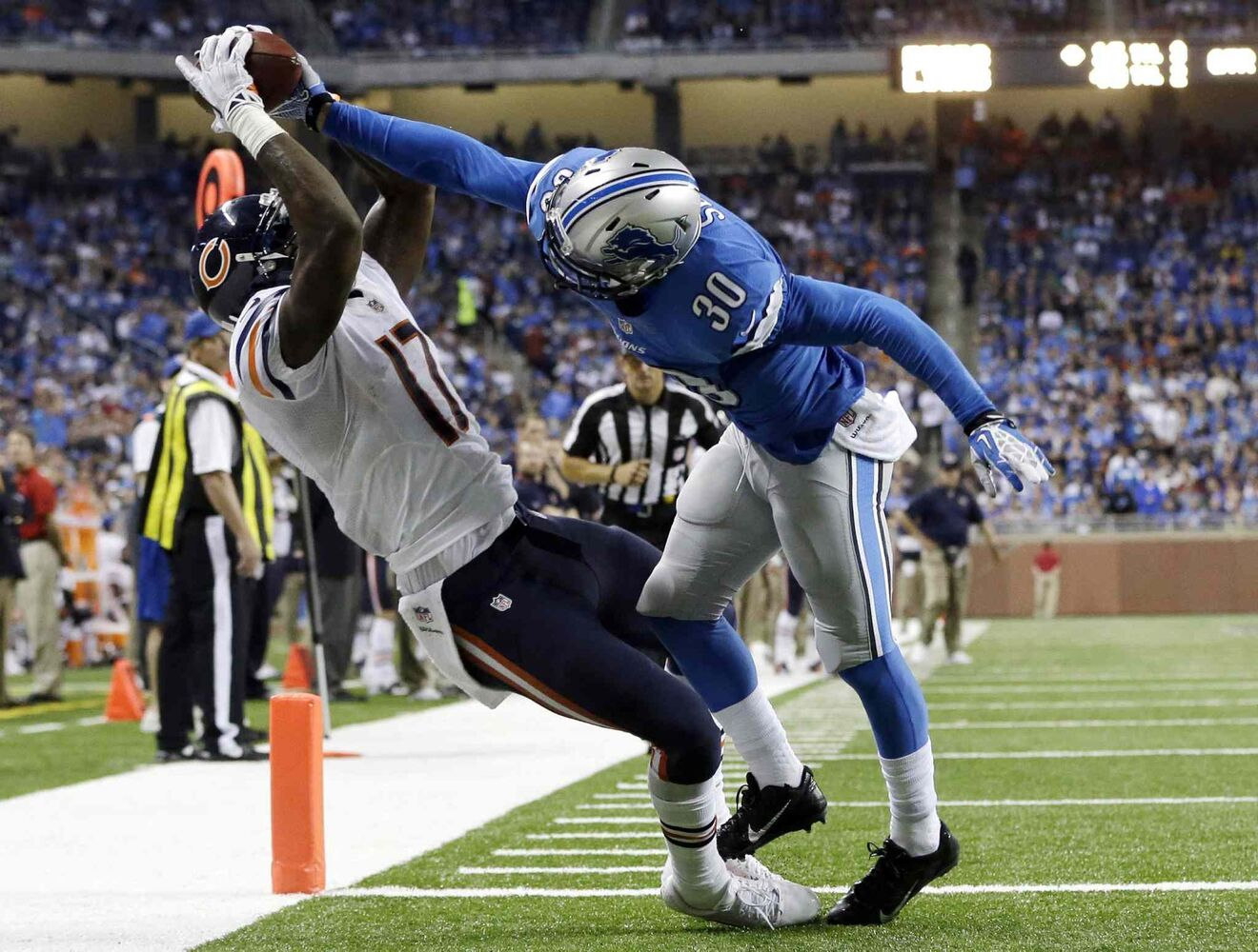Chicago Bears wide receiver Alshon Jeffery makes a 14-yard TD reception against Detroit Lions cornerback Darius Slay in the Lions' 40-32 win at Ford Field in Detroit, Sunday.