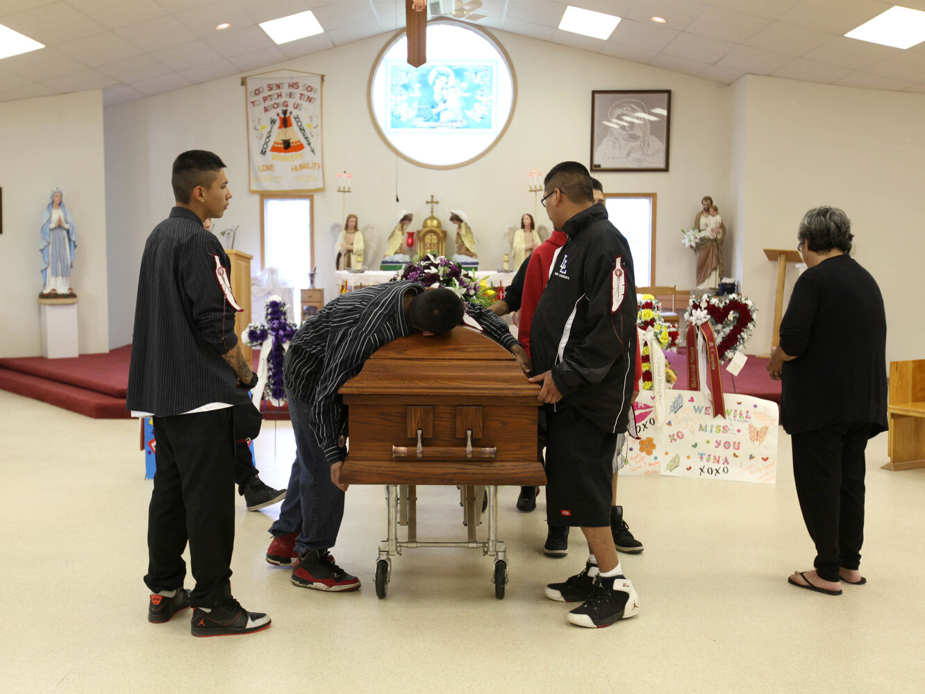 Tina Fontaine's family members are stricken with grief moments before carrying her body outside the church Saturday following her funeral in Sagkeeng First Nation.   (Ruth Bonneville / The Winnipeg Free Press)