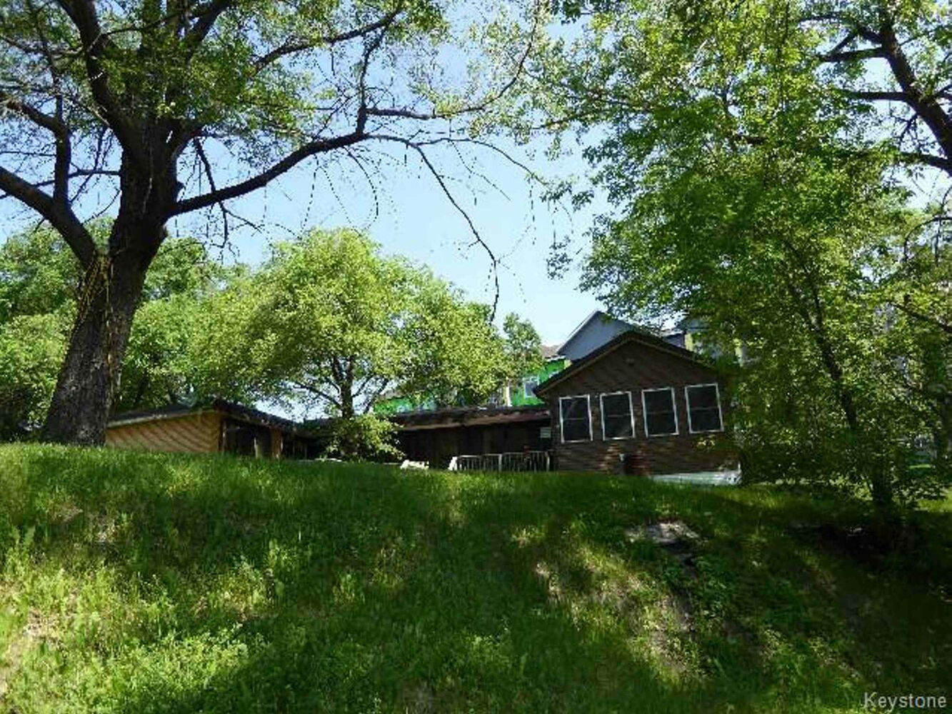 - 2679 Scotia Street listing - former Hell's Angels clubhouse  REMAX 2015 Winnipeg