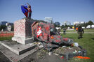 Toppled statues prompt reconsideration of tributes