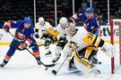 Tanev scores late, Penguins beat Islanders 5-4 in Game 3