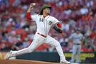 Castillo outdoes Buehler, Reds end Dodgers' win streak at 6