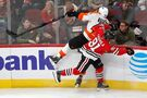 Hayes helps Flyers beat Blackhawks 4-1