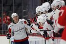 Ovechkin gets hat trick with 2 empty-netters, Caps top Wings