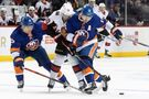 Bardreau helps Islanders beat Senators for 10th straight win