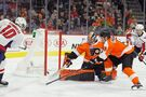 Connolly has 2 goals, assist as Capitals beat Flyers 5-2