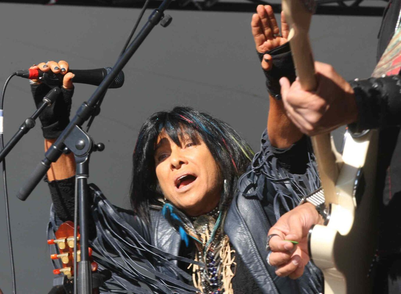 Buffy Sainte-Marie opens the Winnipeg Folk Festival Main Stage Friday. (JOE BRYKSA / WINNIPEG FREE PRESS)