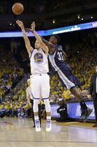 Golden State Warriors guard Stephen Curry (30) shoots a three point basket, which he made, in front of Memphis Grizzlies forward Jeff Green (32) during the second half of Game 1 in a second-round NBA playoff basketball series in Oakland, Calif., Sunday, May 3, 2015. The Warriors won 101-86. (AP Photo/Marcio Jose Sanchez)