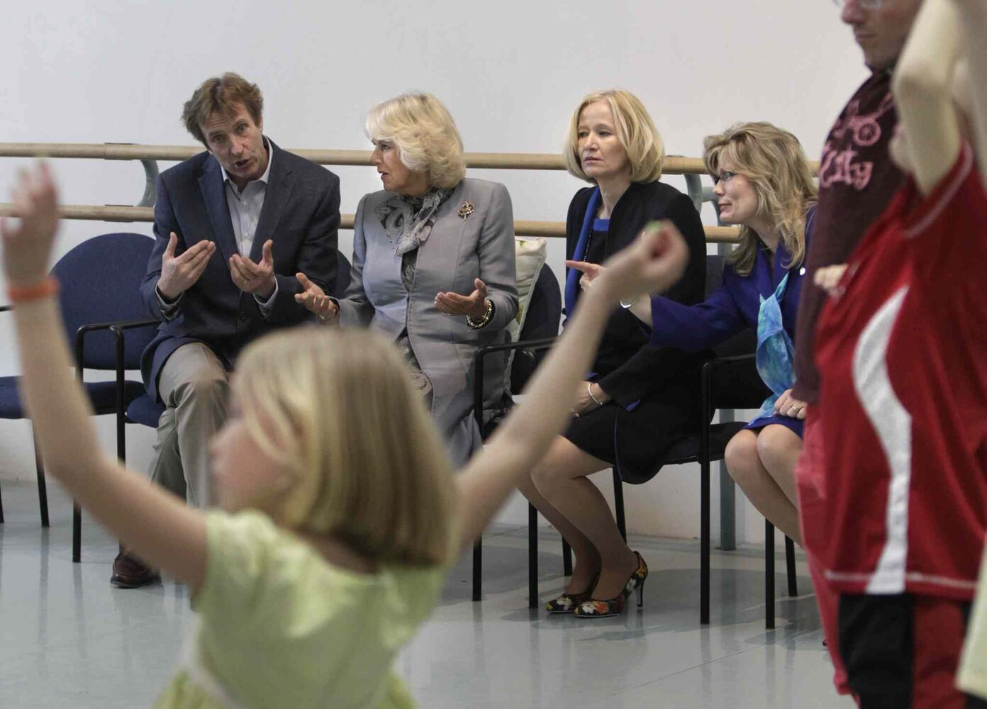 From left, Royal Winnipeg Ballet Artistic Director Andre Lewis, Camilla, Duchess of Cornwall, Laureen Harper and Shelly Glover, MP watch an RWB outreach movement workshop with children from Art City during their tour of Canada's Royal Winnipeg Ballet building on Wednesday.  (Wayne Glowacki / Winnipeg Free Press)