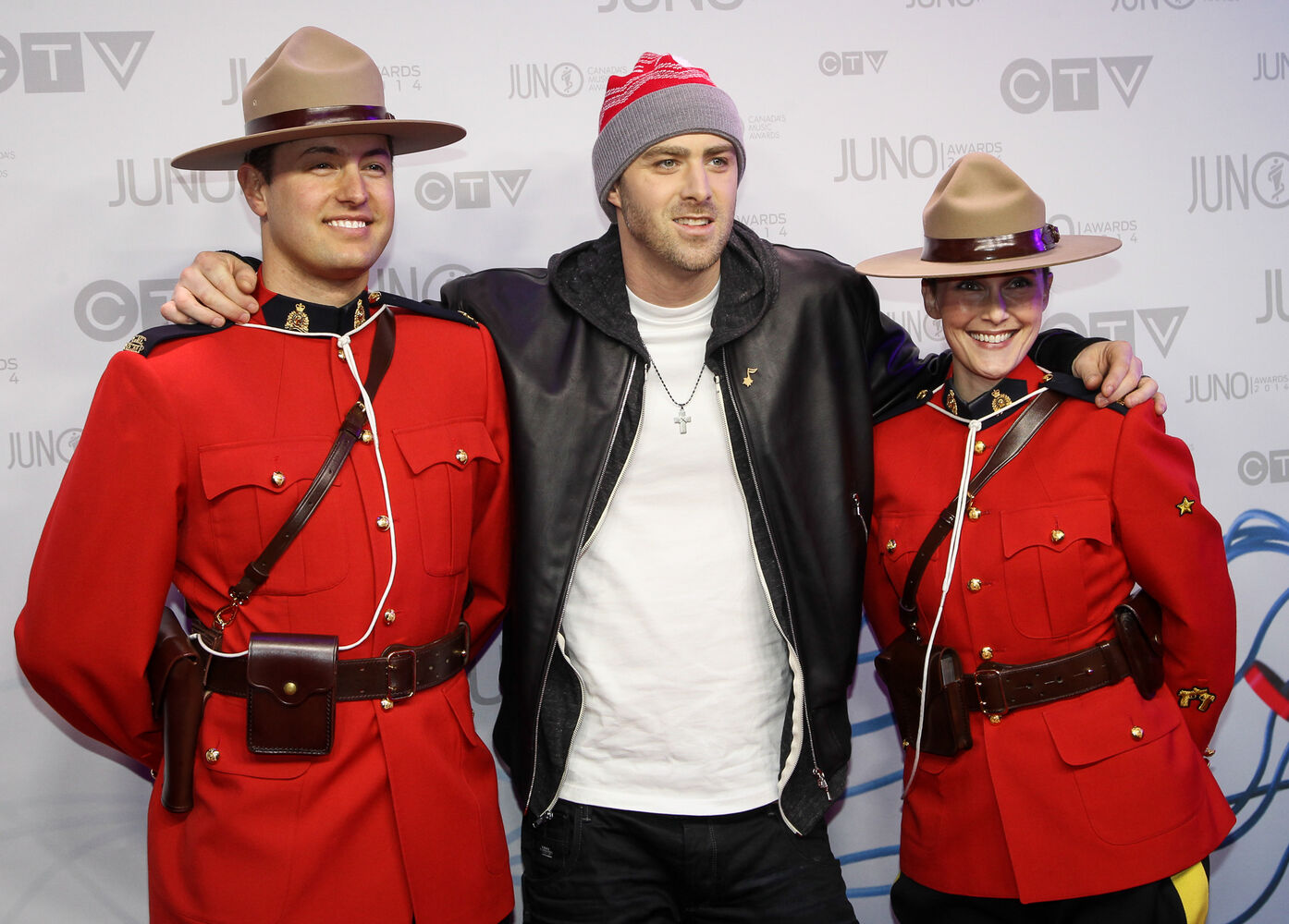 2014 Juno Awards host, and nominee for rap recording of the year and single of the year, Classified gets comfortable with two members of the RCMP on the Juno red carpet at MTS Centre in Winnipeg.(Joe Bryksa/ Winnipeg Free Press) (Joe Bryksa/ Winnipeg Free Press)