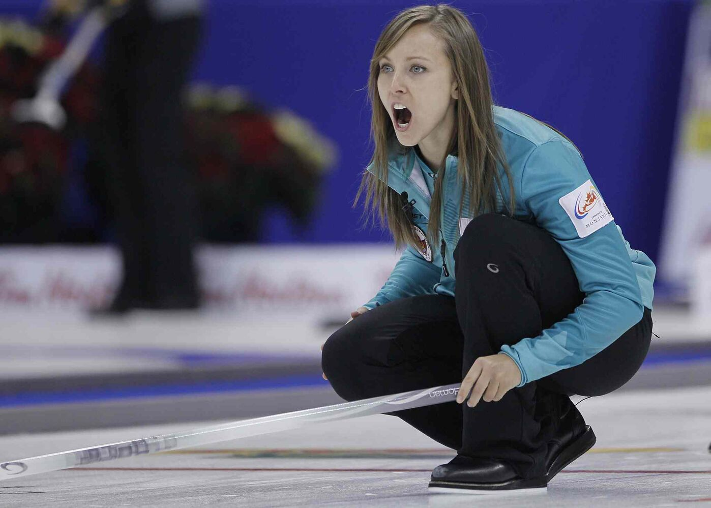 Skip Rachel Homan yells to her sweepers during her opening women's draw against Val Sweeting. Homan fell to Sweeting's rink 10-3. (John Woods / The Canadian Press)