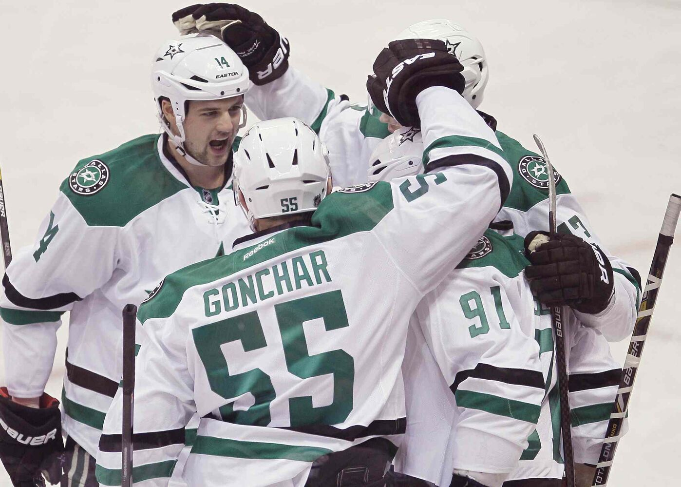 Dallas Stars captain Jamie Benn (left), Sergei Gonchar (centre left), Valeri Nichushkin (centre right) and Tyler Seguin celebrate Seguin's first-period goal. (JOHN WOODS / THE CANADIAN PRESS)