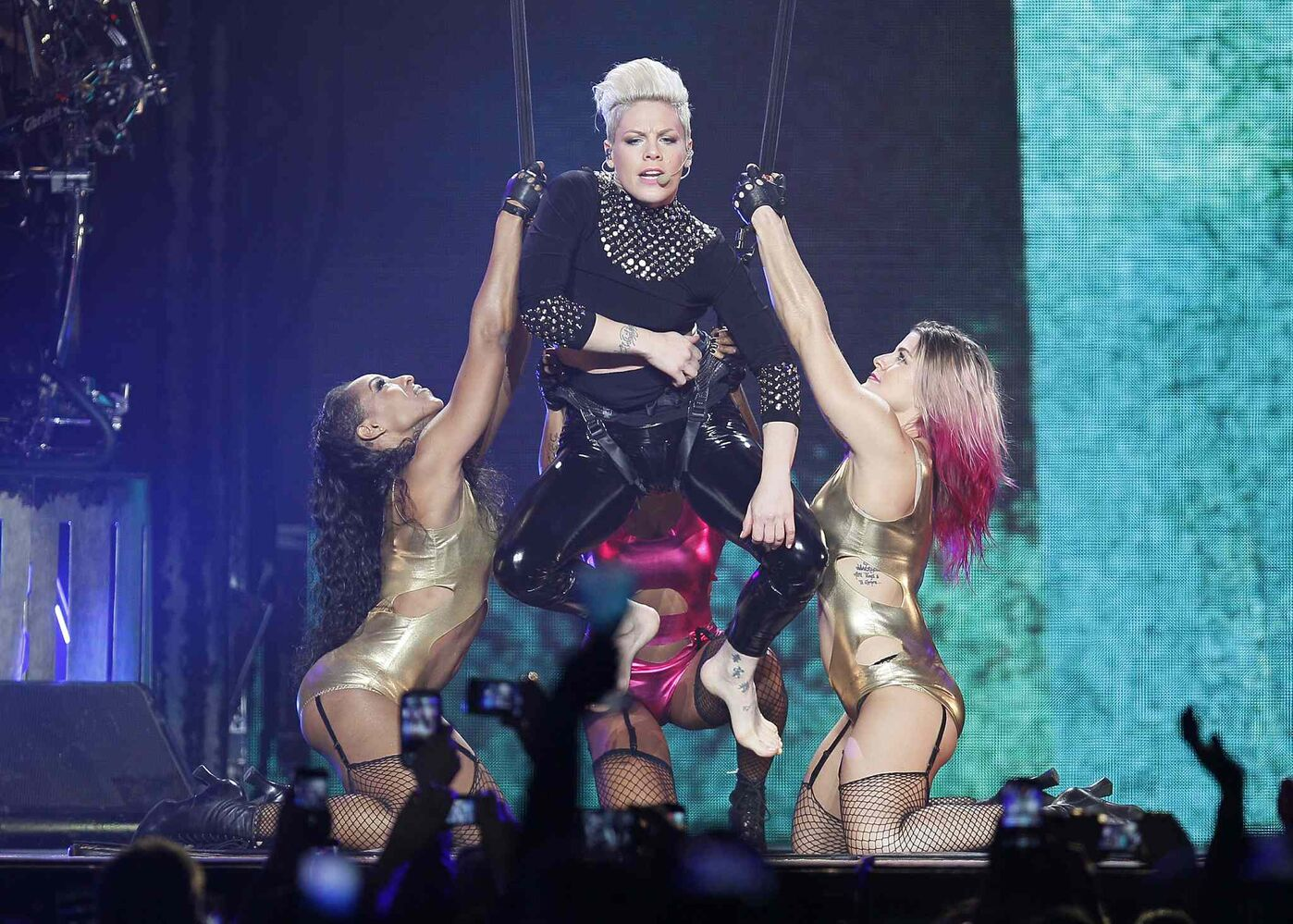Pink performs at MTS Centre in Winnipeg Tuesday, January 14. (John Woods / Winnipeg Free Press)