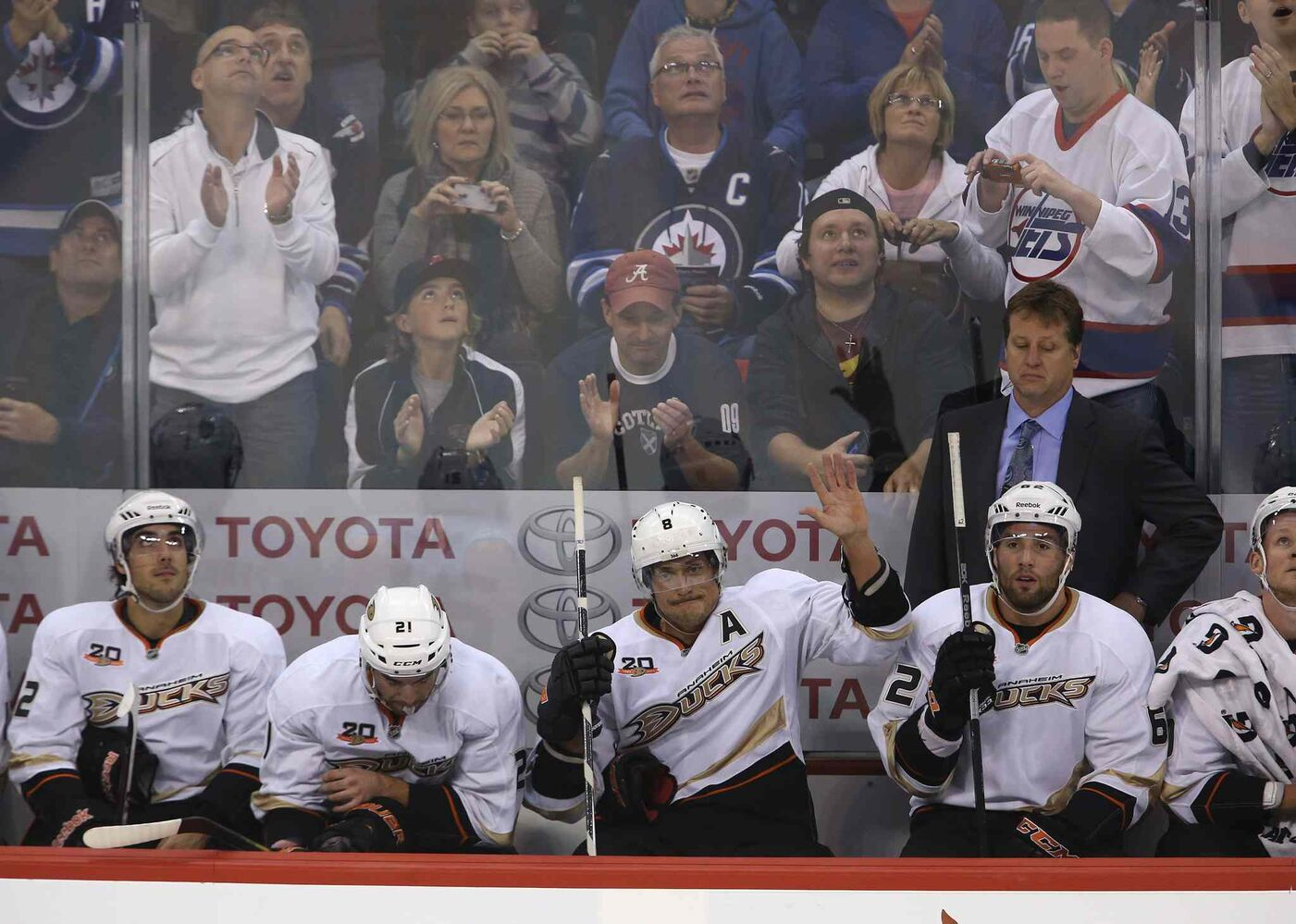 Anaheim Ducks' Teemu Selanne waves to fans as they salute him during the first period. Selanne, of course, used to thrill fans as a member of the Jets. (TREVOR HAGAN / THE CANADIAN PRESS)