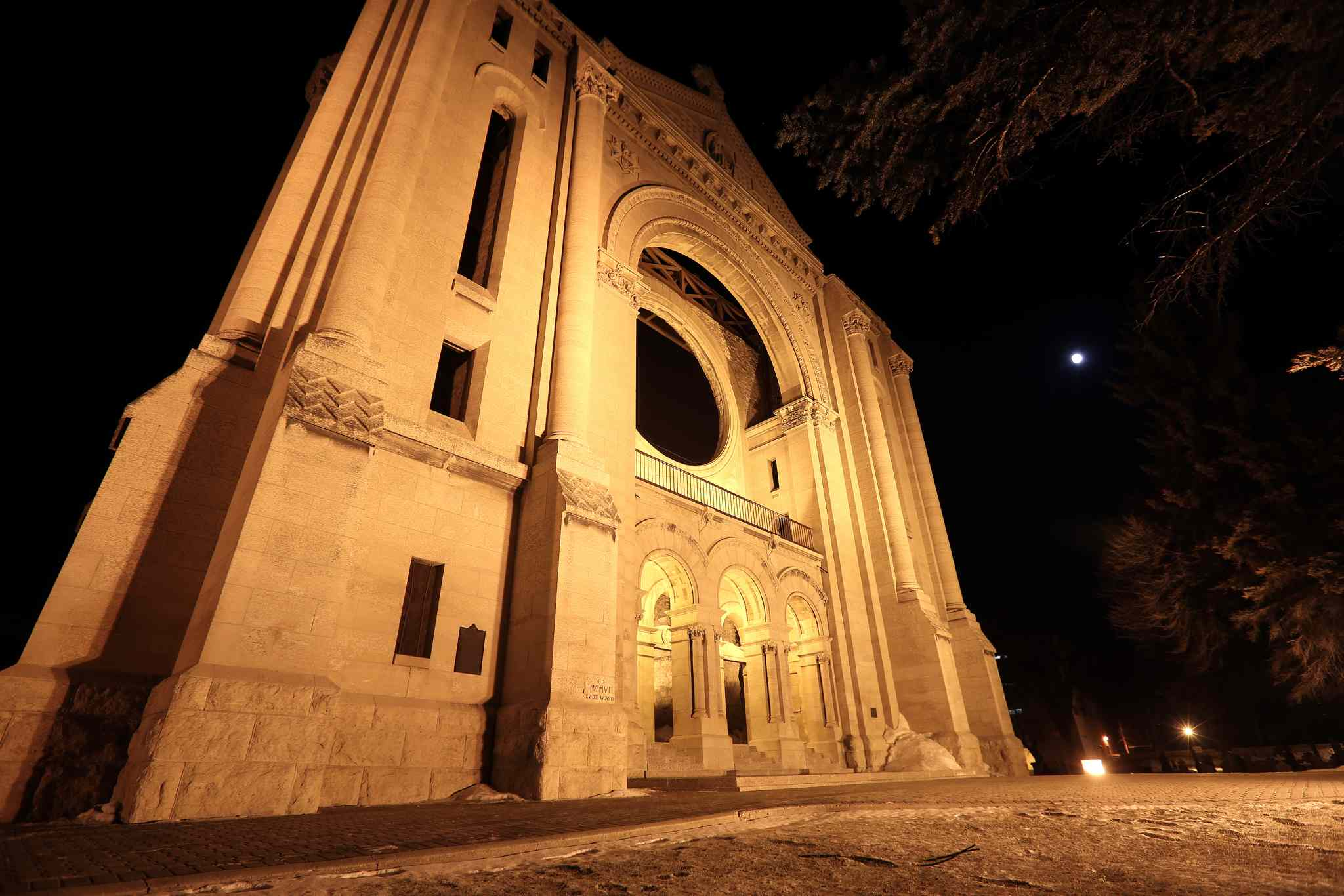 Above the Saint Boniface Cathedral, a full moon becomes a blood moon.
