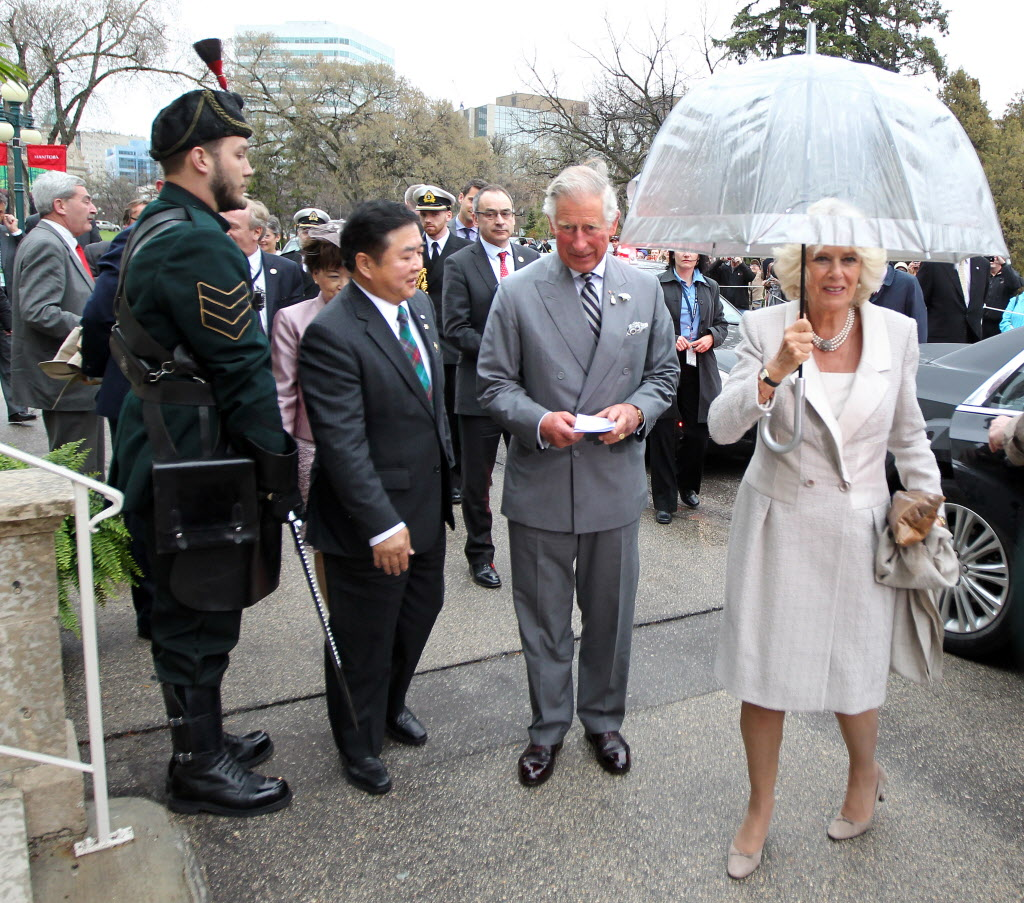 Their Royal Highnesses The Prince of Wales and The Duchess of Cornwall arrive at Government house Tuesday evening accompanies by Lt. Gov Philip Lee.  (Phil Hossack / Winnipeg Free Press)
