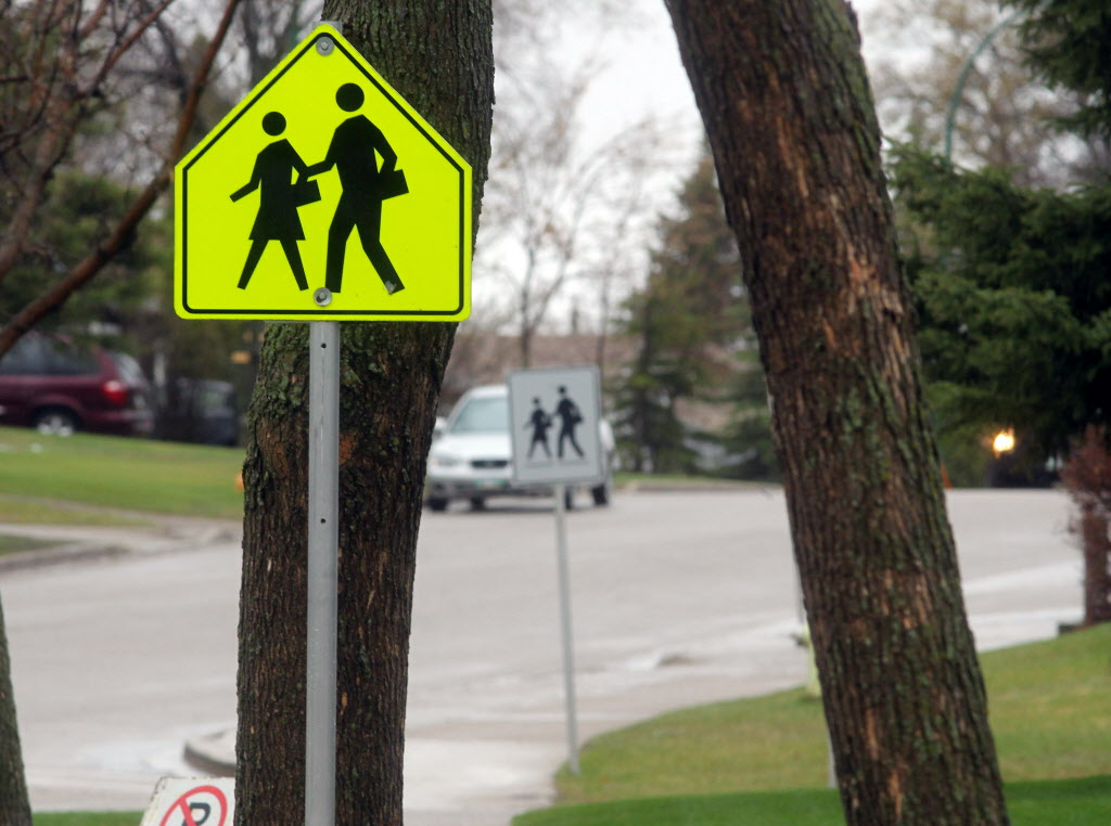 Brandon Sun The school crossing zone near Waverly Park School - for Graeme story (Colin Corneau/Brandon Sun)