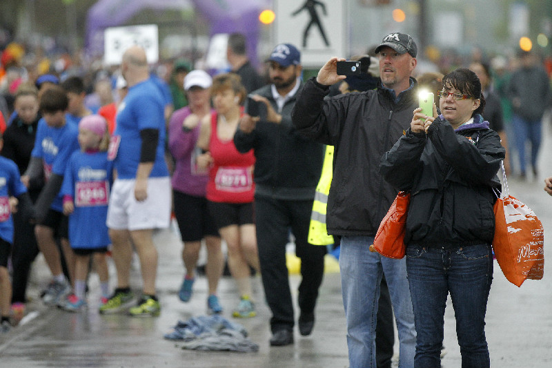 Supporters at the Manitoba Marathon at the University of Manitoba, Sunday, June 15, 2014. (Trevor Hagan / Winnipeg Free Press)