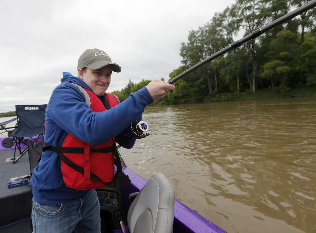 He's hooked a big one —maybe the biggest catfish he's ever seen outside of an aquarium. (KEN GIGLIOTTI / WINNIPEG FREE PRESS)