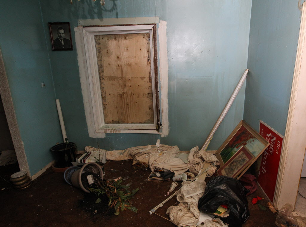 The interior of the Stella Ave. house.  (MIKE DEAL / WINNIPEG FREE PRESS)
